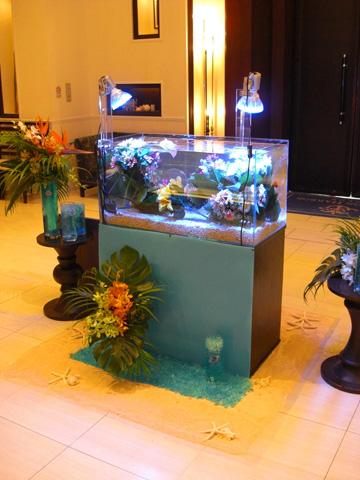 結婚式場に造花水槽