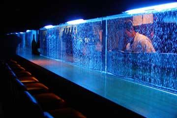 飲食店とエアーパネル水槽